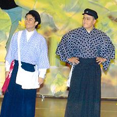 矢巾町民劇場に出演(右)「藤原健次郎物語」